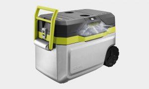 Trên tay máy lạnh mini di động kết hợp thùng giữ lạnh Ryobi 1