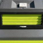 Trên tay máy lạnh mini di động kết hợp thùng giữ lạnh Ryobi 21
