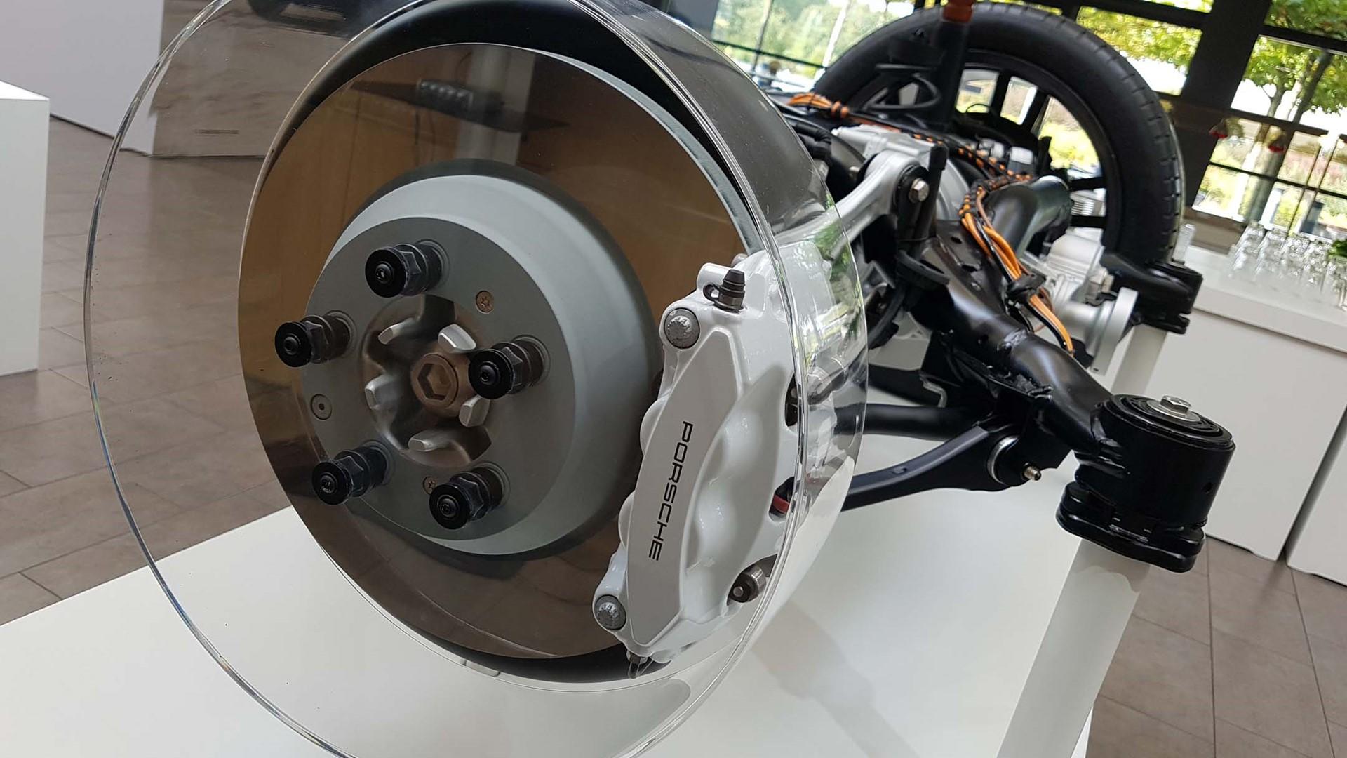 Porsche thay đổi cuộc chơi với đĩa phanh xe mới trên dòng xe Cayenne 2019 1